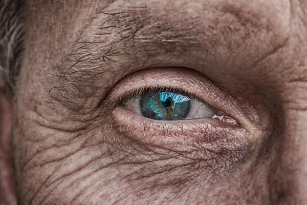 Olho biônico poderá dar senso de visão a pacientes com deficiência visual e cegueira